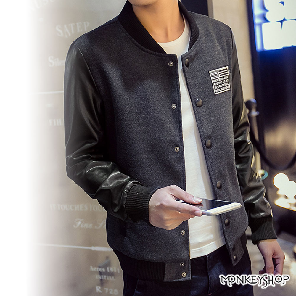 【M50226】潮感電繡布章皮革接袖棒球外套-2色《Monkey Shop》