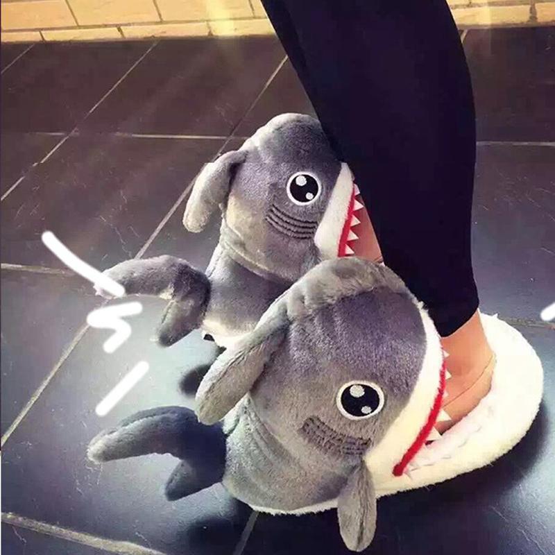 鯊魚拖鞋/造型室內拖鞋/聖誕節交換禮物/鯊魚咬腳款秋冬居家鞋毛絨保暖拖鞋