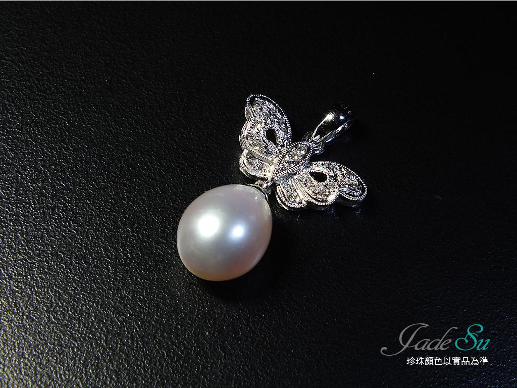 Jade Su Jewelry南洋珍珠鑽墬,天然南洋養珠10mm,鑲嵌天然南非鑽石圓形24顆,總重0.17克拉,搭配14白K金墬台.
