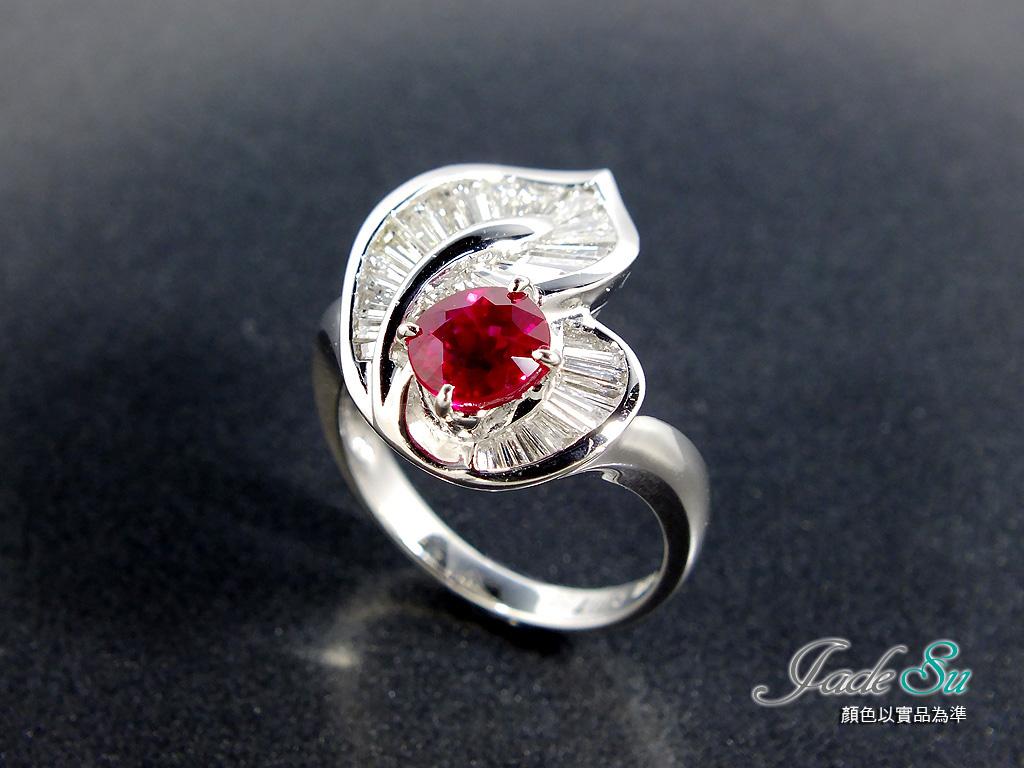 Jade Su Jewelry紅寶石鑽戒,頂級鴿血紅1.23克拉,鑲嵌天然南非鑽石,梯形31顆,總重1.70克拉,搭配18白K金戒台,附中鼎寶石鑑定書.