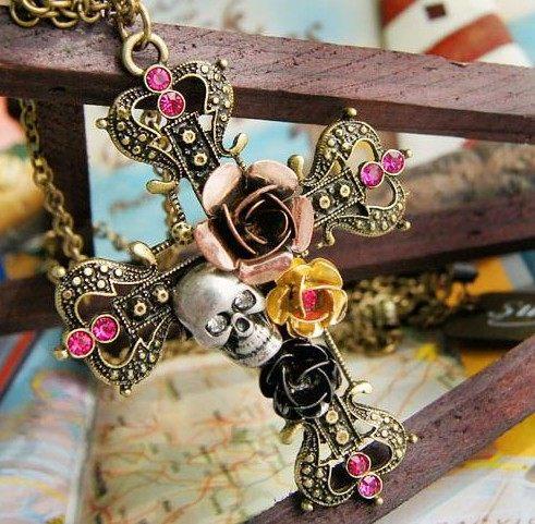 ✻蔻拉時尚✻ [BC004N13] 歐美搖滾流行 玫瑰花摩根的寶藏水鑽骷髏頭復古十字架長款項鍊
