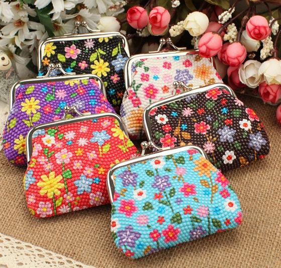 ✻蔻拉時尚✻ [P37] 鮮豔小花朵銀色搭扣零錢包(小錢包)/一個99元_(3個198元)