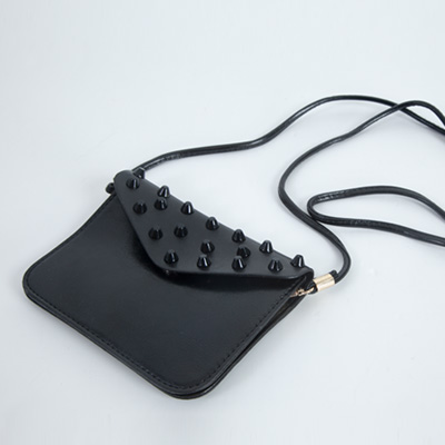 LINAGI里奈子精品【H800-62-95】流行時尚輕巧素面搭圓錐形鉚釘設計內雙夾層磁釦側背小扁包