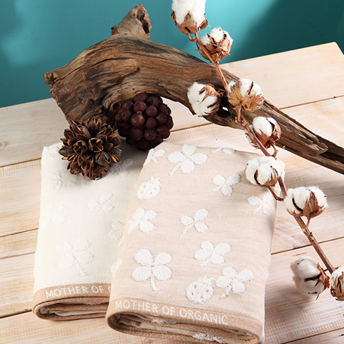 【taoru】四葉遊戲 - 日本有機棉 浴巾 60x120 cm - 棉花與小瓢蟲的意象,不就是有機棉嗎?