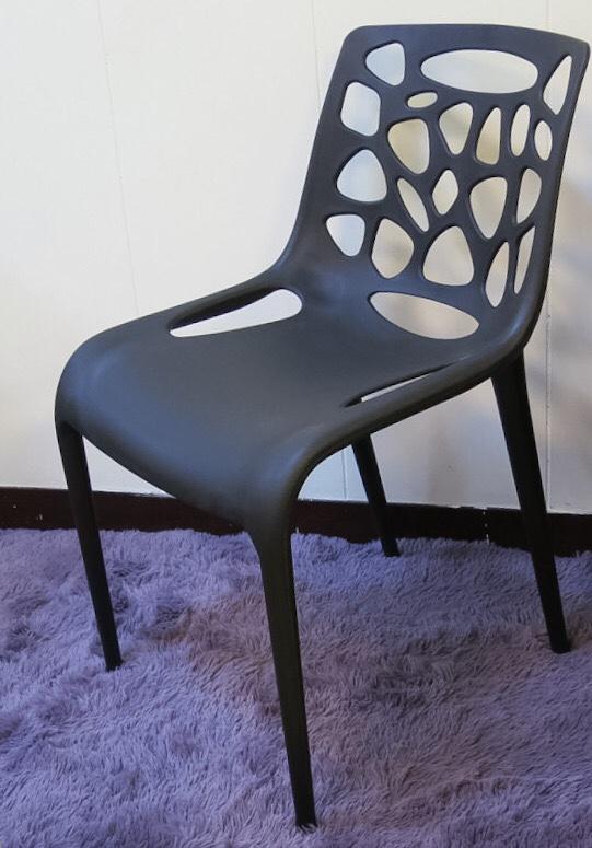 【新生活家具】 休閒椅 洞洞椅 餐椅 北歐風 黑色 造型椅 簍空泡泡椅 洽談椅 蒂爾 非 H&D ikea 宜家