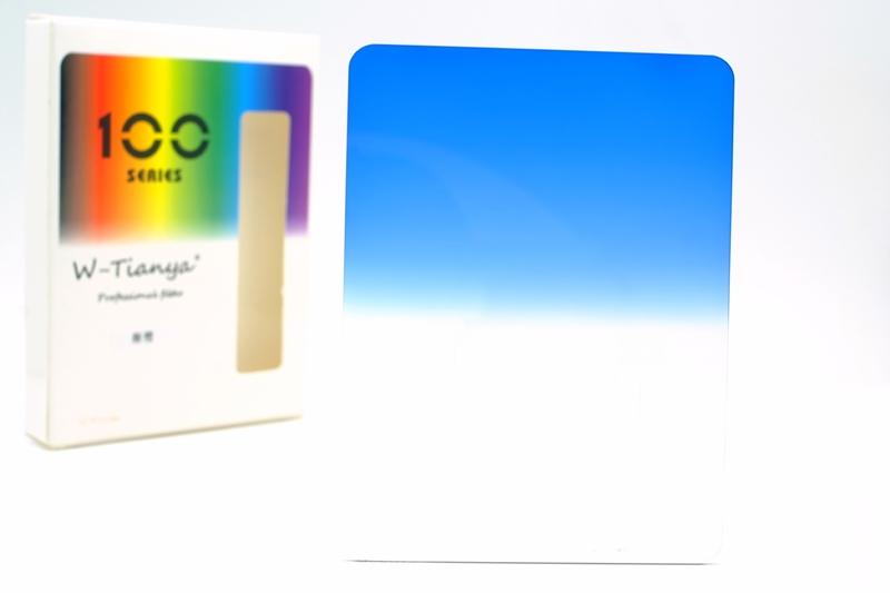 又敗家@Tianya天涯100相容Cokin高堅Z-PRO方形鏡片(藍漸層減光鏡,深藍色到無色透明,寬約100cm約4吋4英吋)藍漸層ND減光鏡片橘漸變藍色SOFT漸變藍色減光鏡藍色漸層ND減光鏡片藍色漸變減光鏡,用在拍藍天濾色片Z系統減光鏡Z漸變ND鏡Z系列方形鏡Z系統方形鏡片Z型方形鏡片Z鏡片方型鏡片Z-Pro型方形鏡,亦相容法國lee