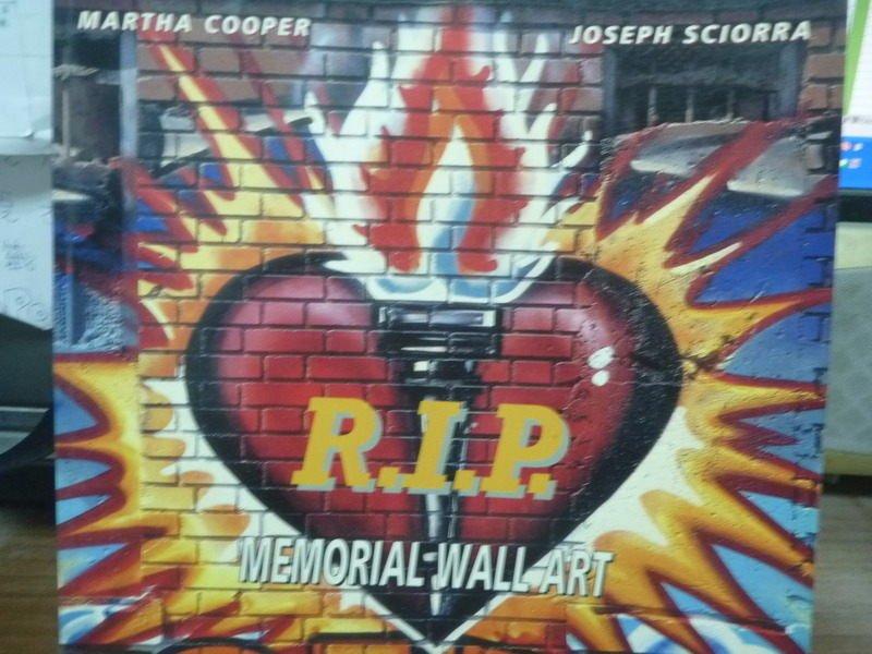 【書寶二手書T9/藝術_QBO】R.I.P. -memorial wall art_Martha Cooper