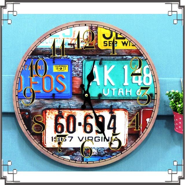 木製圓掛鐘《CA8》工業風掛鐘 彩色車牌木製掛鐘 圓形掛鐘 壁鐘 壁飾 居家布置◤彩虹森林◥
