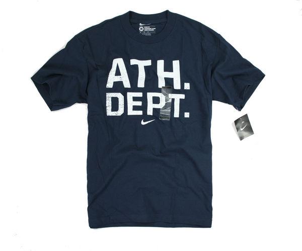 美國百分百【全新真品】nike ATH DEPT 專櫃 百貨 男衣 休閒 運動 深藍 文字T 短袖 T恤 M 超取
