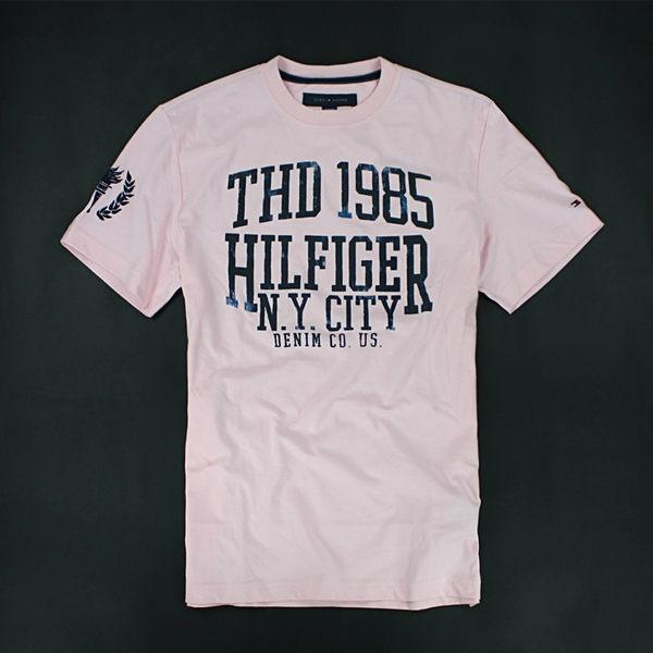 美國百分百【全新真品】Tommy Hilfiger TH 紐約城市 奧運 圖案T 字母T 男 粉紅 短袖 T恤 XS號