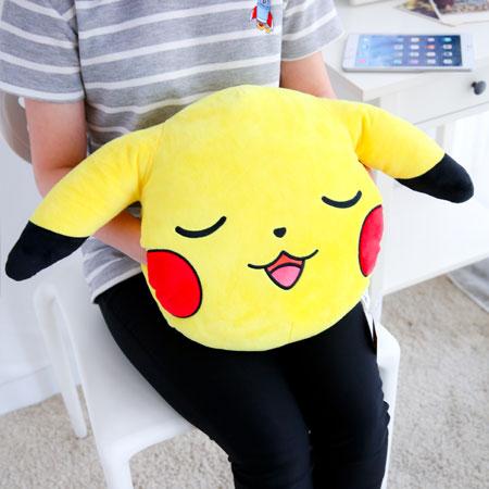 正版皮卡丘頭型暖手抱枕 午安枕 午睡枕 抱枕 枕頭 靠墊 娃娃 寶可夢 神奇寶貝 精靈寶可夢 Pokemon GO【B062397】