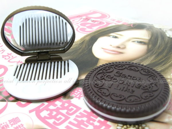 ◎123便利屋◎【DP216】COOKIE 巧克力夾心餅乾化妝鏡 巧克力鏡子 折疊便攜鏡+梳子