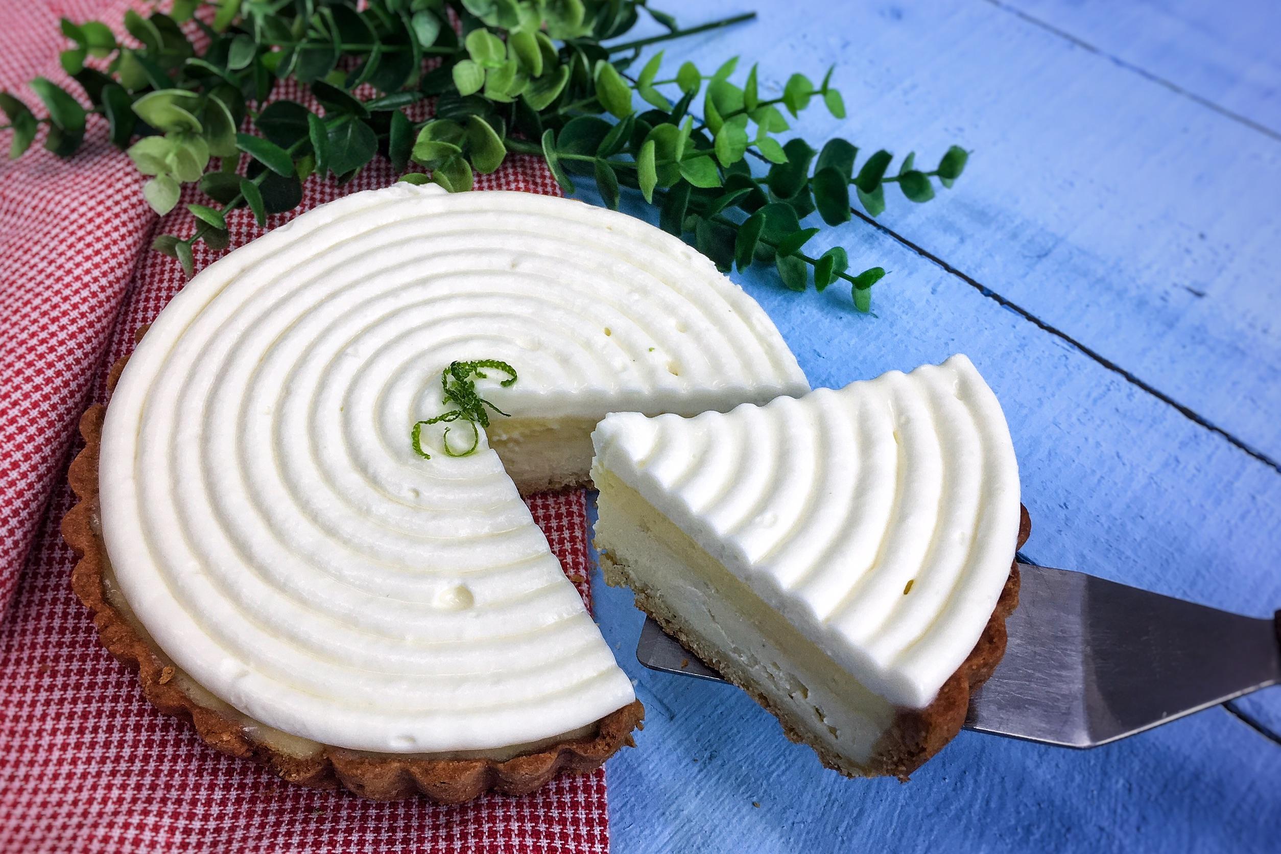 「6吋檸檬塔」 檸檬乳酪布丁塔,酸甜檸檬配上頂級法國AOP產區鮮奶油+白乳酪,檸檬塔跟乳酪的完美結合。