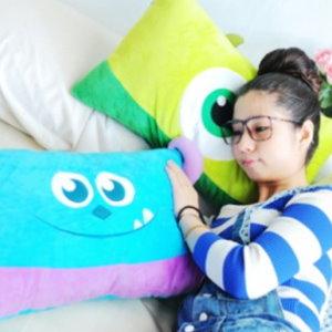 美麗大街【105032013】怪獸電力公司毛怪大眼怪長型枕頭 長枕 抱枕