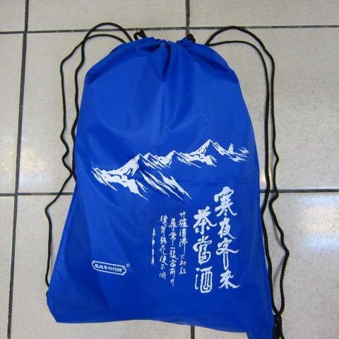 ~雪黛屋~寒夜客來超輕簡單束口後背包折疊收納放口袋 超輕耐重備用袋萬用袋好攜帶..藍
