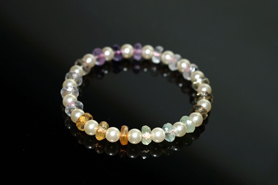 【喨喨飾品】天然水晶盤珠 vs 仿珍珠 流行手鍊 A543
