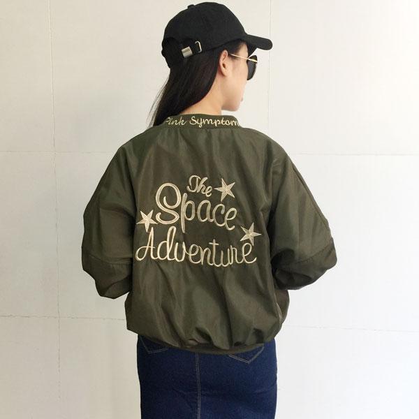 棒球 外套 背後 英文字母 刺繡 夾克 軍外套 飛行外套 運動 帥氣 復古 緞面 軍綠黑 韓