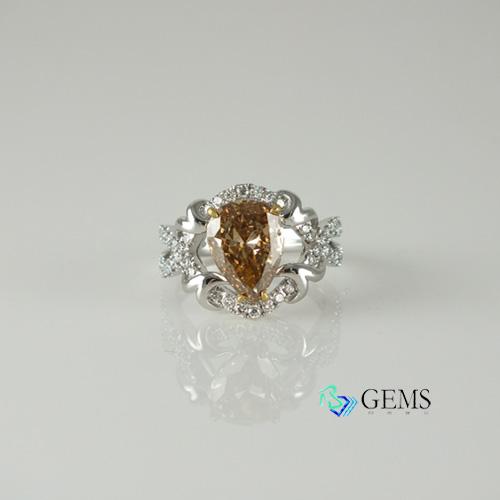 (售出)香檳鑽 棕鑽戒指 3.01克拉 GIA真鑽 彩鑽 Radiant Gems閃亮寶石