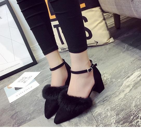 Ms.Perfect秋冬韓版兔毛毛一字扣中粗跟尖頭鞋