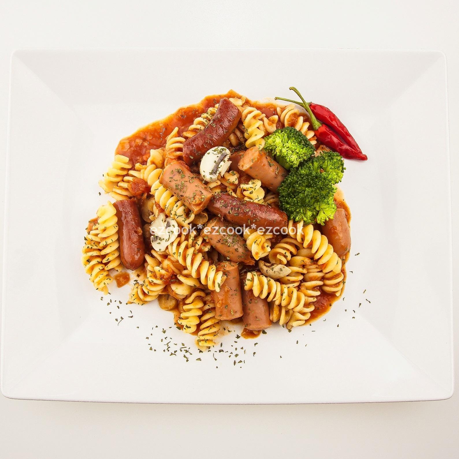 茄汁洋菇臘(德式)香腸義大利麵
