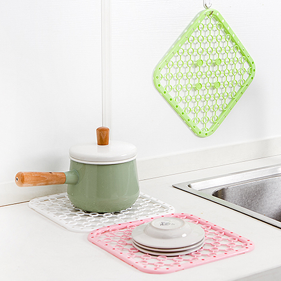 ♚MY COLOR♚可掛式鏤空瀝水墊 廚房 隔熱 蔬菜 水果 通風 水壺 餐具 洗碗 衛生 居家【F73】