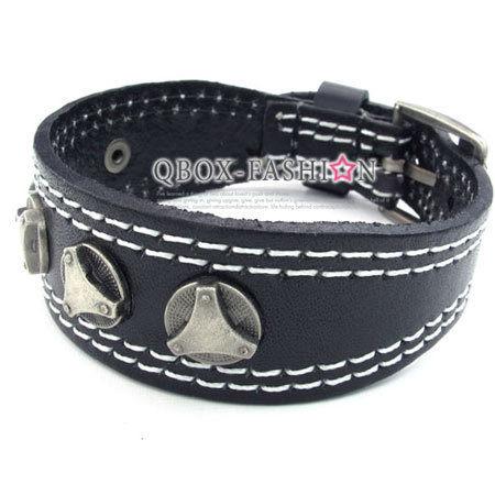 《 QBOX 》FASHION 飾品【W10023075】精緻個性造型鉚釘釦皮革手鍊/手環(黑色)