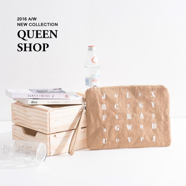Queen Shop【06080044】英文字印花牛皮紙質感手拿包 *現貨+預購*