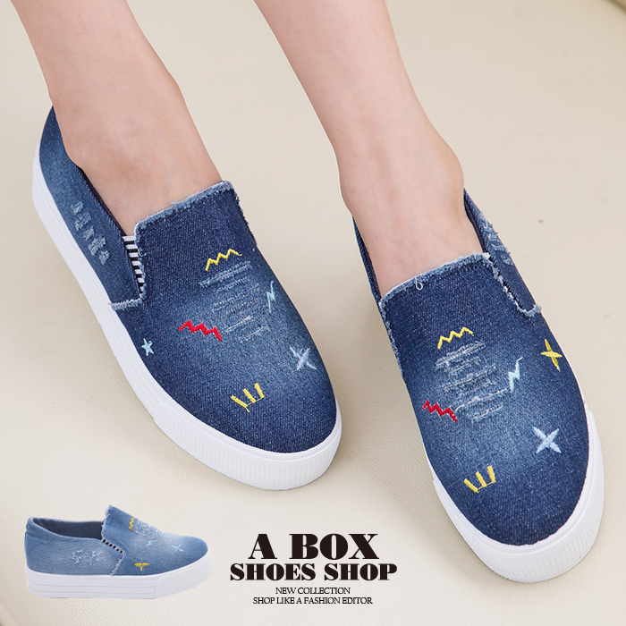 格子舖*【AS133】簡單塗鴉刷色牛仔布破壞設計 V口鬆緊3cm厚底增高帆布鞋 懶人鞋 2色