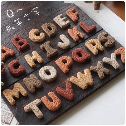 超可愛陶製英文字母造型餅乾磚(小)《A~Z任選》★台灣設計純手工捏製★手作陶製品