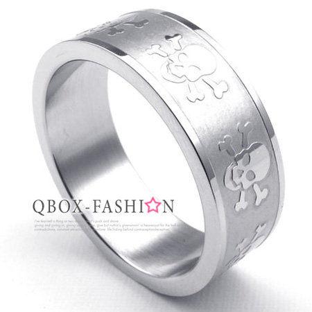 《 QBOX 》FASHION 飾品【W10022563】精緻個性環繞骷髏頭316L鈦鋼戒指/戒環