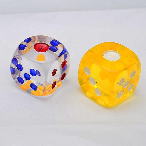 【散裝骰子】2 X 2 X 2 cm 桌遊專用遊戲骰 (黃色 / 透明) (一次賣2顆,若無指定顏色將隨機出貨)