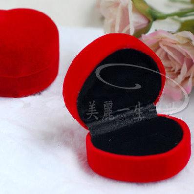 紅色愛心/心型高檔植絨戒指盒批發 (耳釘可用)