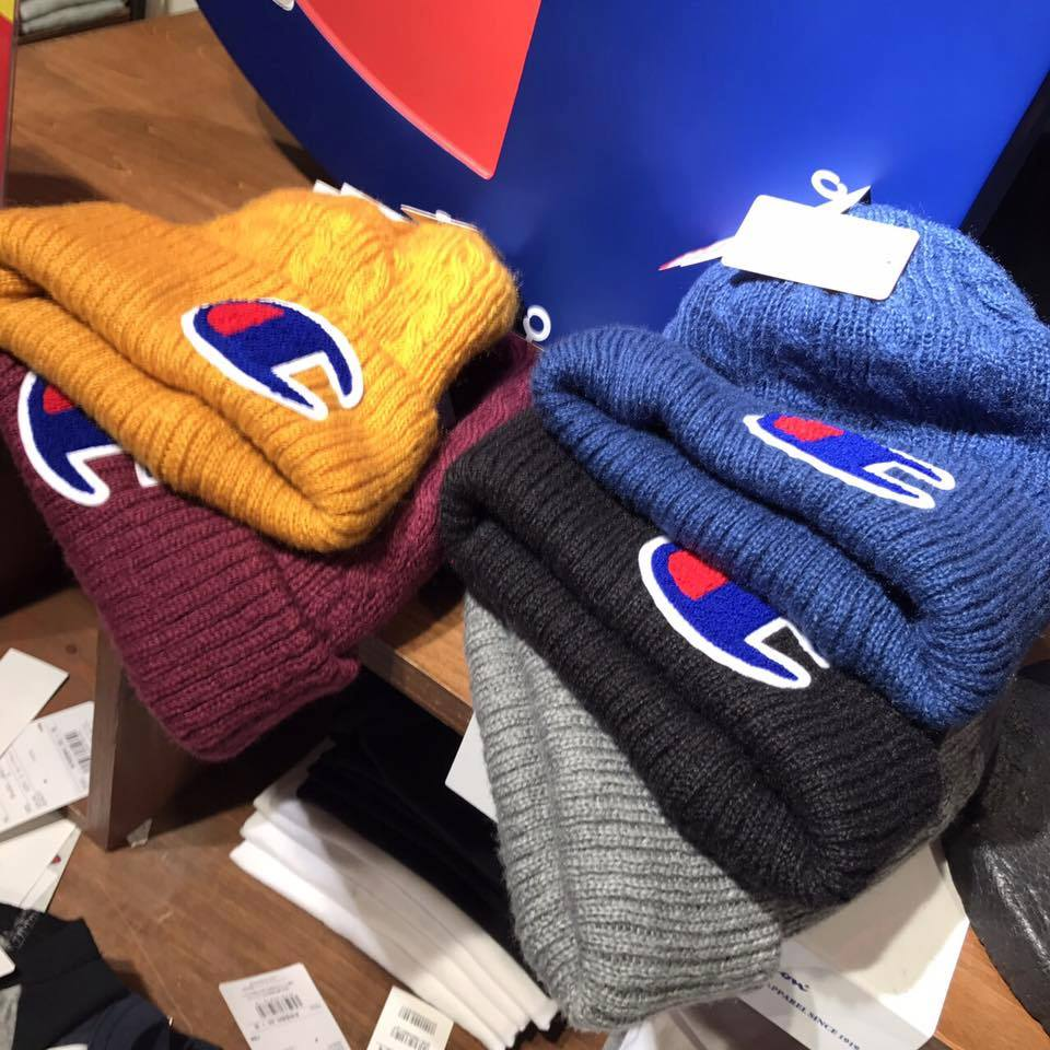 限量!!日本超人氣Champion熱賣中--CHAMPION LOGO 粗針織毛帽(7色)