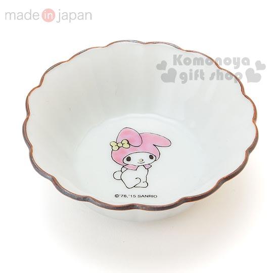 〔小禮堂〕美樂蒂 日製陶瓷小菜碟《米白.花型口.站姿.直徑7.8 cm》精緻九谷燒系列.