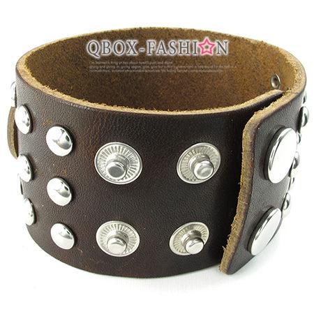 《 QBOX 》FASHION 飾品【W10024361】精緻個性復古寬版龐克風鉚釘合金皮革手鍊/手環(咖啡色)
