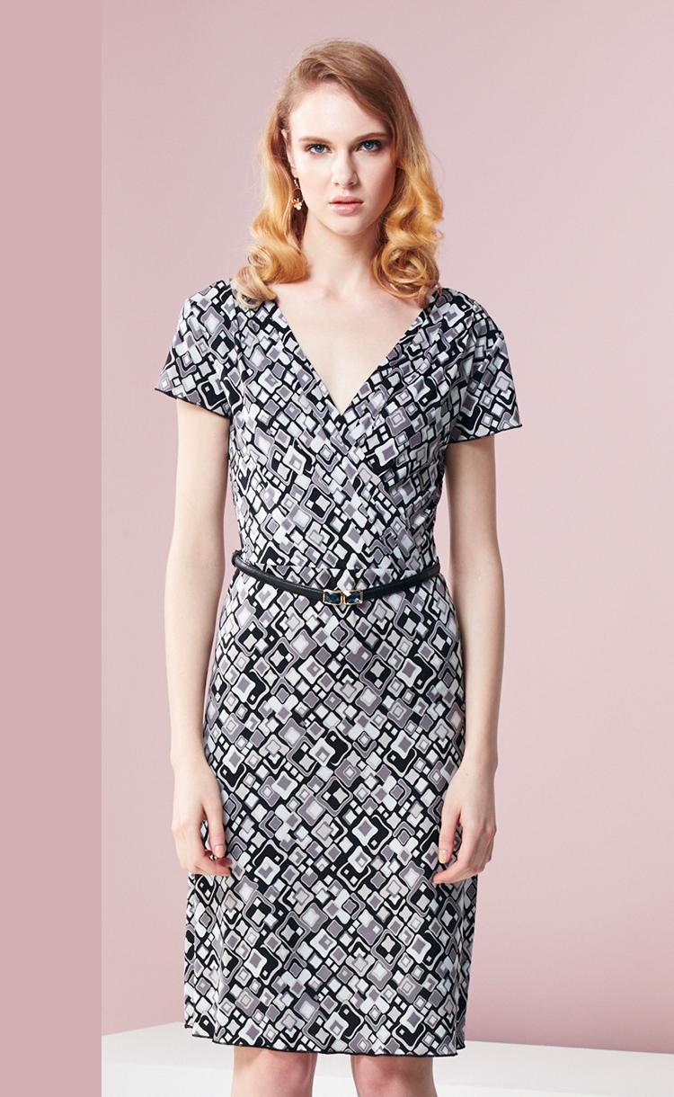 林廷芬服裝設計-Mona-V領縐摺設計經典高雅