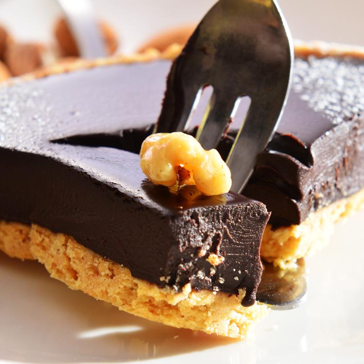 【美地瑞斯】純巧克力派6吋  549【免運】★德國 Lubeca 70% 純黑巧克力→使用大量德國進口70%LUBECA黑巧克力,最純粹的巧克力口感,要給最愛吃巧克力的惡魔們