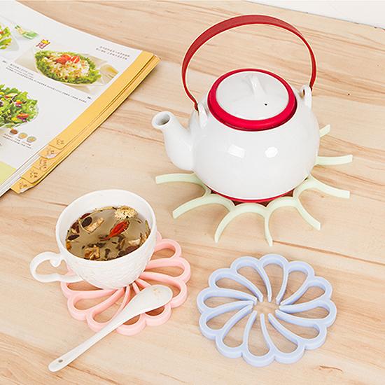 ♚MY COLOR♚花朵硅膠隔熱墊 防燙 廚房 湯鍋 用餐 防滑 餐墊 杯墊 盤墊 保護 居家 碗墊【F52】