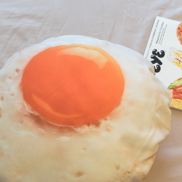 【限時$549免運】日雜風格 荷包蛋抱枕 花色獨特 觸感扎實