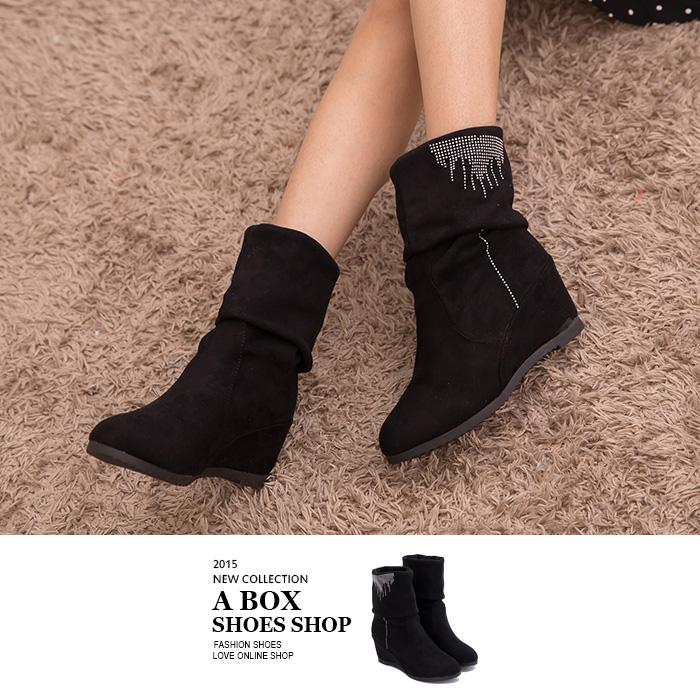 格子舖*【KNS717】時尚簡約水鑽 兩穿可反摺麂皮絨布材質中筒內增高靴子 黑色
