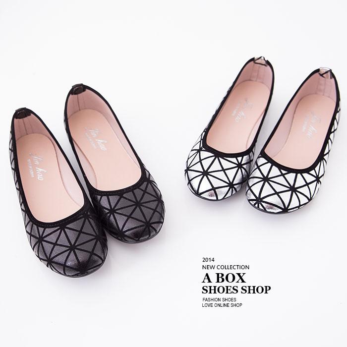 格子舖*【AW278】MIT台灣製 亮面金屬色系 三角幾何圖型圓頭平底包鞋 娃娃鞋 2色
