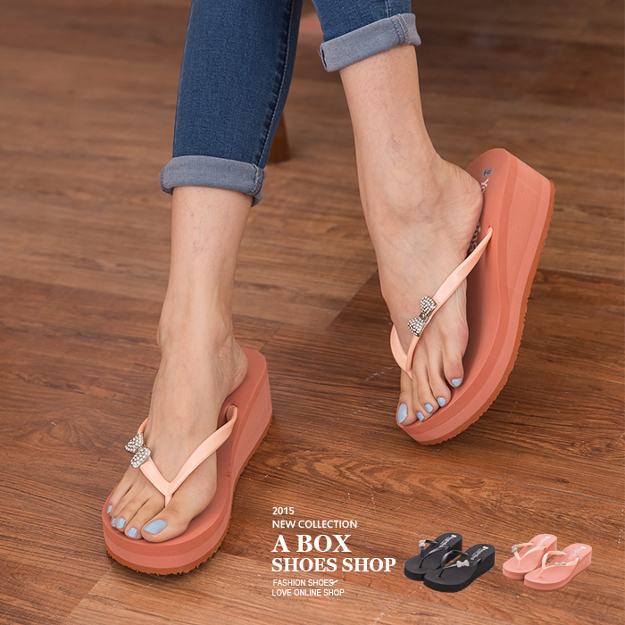 格子舖*【AW305】MIT台灣製 超值特價質感水鑽蝴蝶結 厚底楔型夾腳拖鞋 人字拖 2色