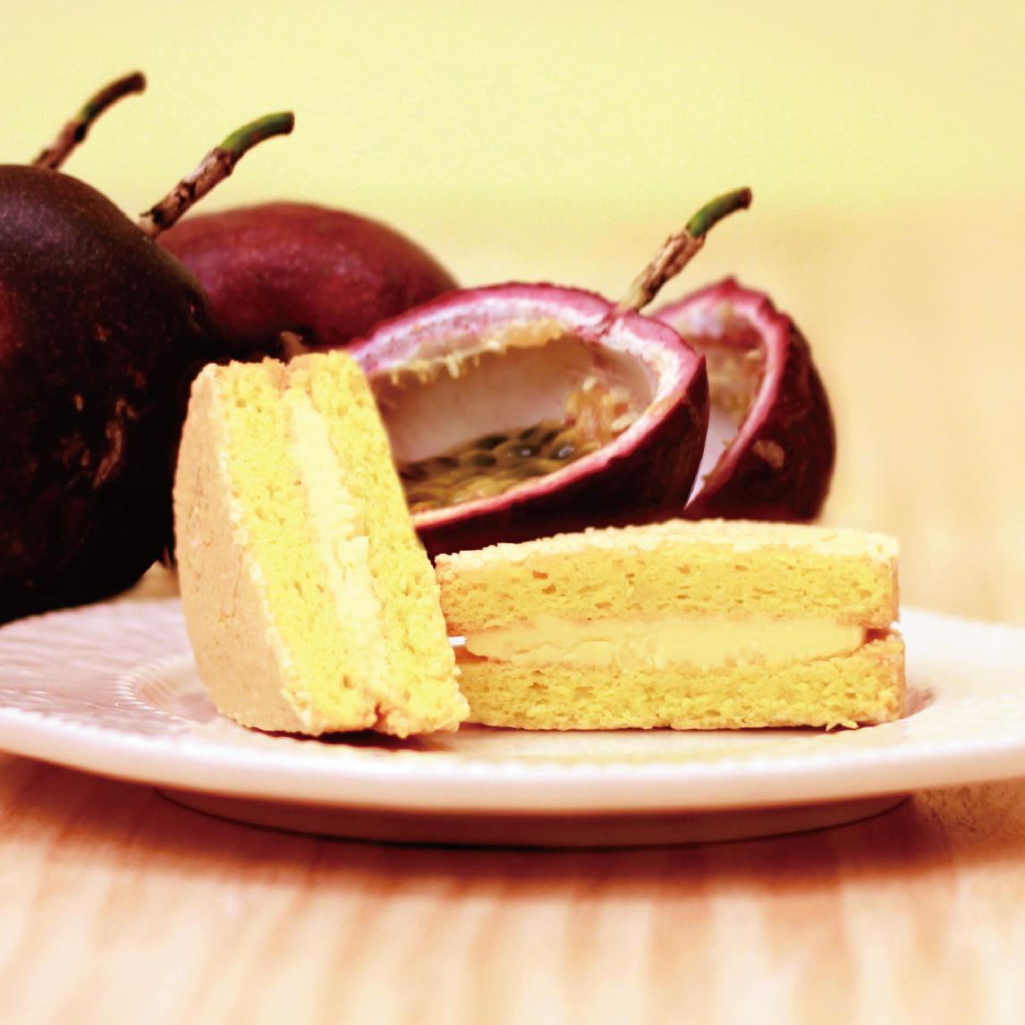★ 法式百香果達克瓦茲  ★達克瓦茲 DACQUOISE 法國百年甜點 由高級進口杏仁粉製作,似馬卡龍但又不會甜膩,外酥內軟充滿天然杏仁香氣 + 100%原汁百香餡,酸酸甜甜的好滋味~