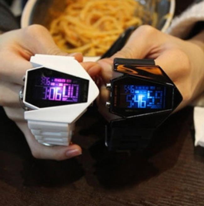 50%OFF【H06808WAH】韓國新品手錶 男女通用情侶款電子錶~箭頭超級帥氣帶燈潮錶附手錶盒