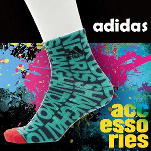 【沙克思】adidas 束口標誌滿佈英字男短襪 特性:印染系設計+透氣棉混+足弓支撐編 (愛迪達 襪子 男襪 運動襪)