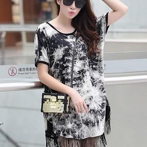 美麗大街【IR2135】韓版黑白渲染塗鴉流蘇長版T恤