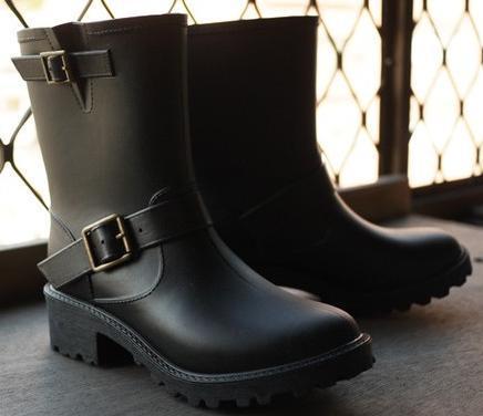 出口日本 日本原單 復古簡約 不退流行 百搭方便 軍裝感雙釦環 時尚防水雨靴/ 雨鞋