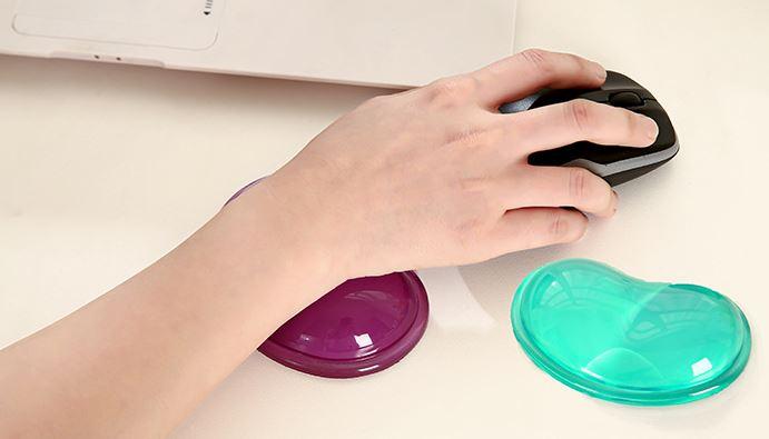 (隨機出貨)矽膠心形鼠標墊透明護腕托冰涼手枕護腕墊水晶腕托
