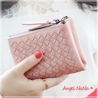 (現貨供應)短皮夾。歐美系 軟Q 編織 拉鍊  女短夾 零錢包【M144】AngelNaNa