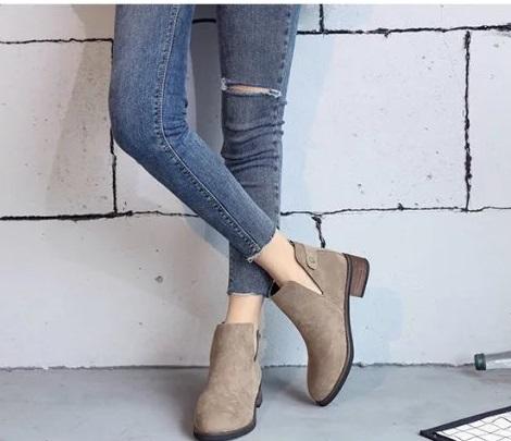 Ms.Perfect歐美復古深V馬丁磨砂尖頭低跟裸靴